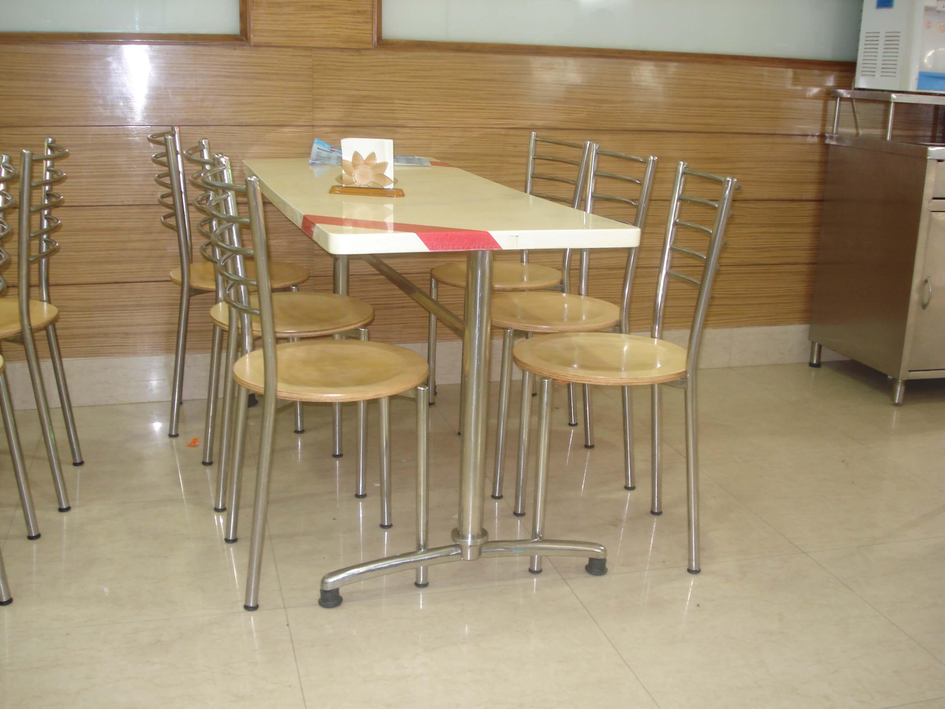 Elegant restaurant tables and chairs rtty